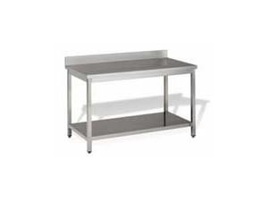 Arbeitstische mit oder ohne Zwischenboden:    Die mit Beinen ausgestatteten Tische der Serie 600 sind mit und ohne hinter
