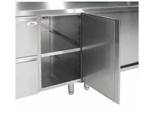 Offene Schränke individuell mit oder ohne Flügeltüren/Schubladen:    Unter den Arbeitsplatten können offene Elemente mit einer Länge von 400 mm