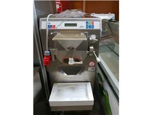 Eismaschine mit Pasteurisierungs Funktion  Carpigiani Ready 30 45 DF:        Artikelzustand neuwertig    Füllmenge 3-7,5kg    Kühlsyste